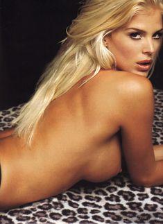 Красотка Виктория Сильвстедт обнажилась для журнал Maxim фото #4