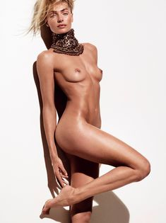 Обнаженная Джессика Харт в журнале Vogue фото #1