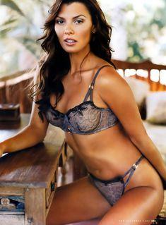 Возбуждающая Эли Ландрив сексуальном белье для журнала FHM фото #9