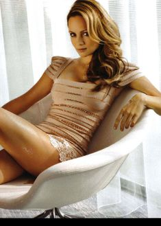 Сексуальная Беатрис Розен с открытым декольте в журнале FHM фото #2