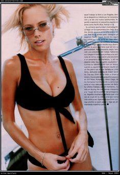 Красотка Эринн Бартлетт засветила голую грудь в журнале Man фото #5