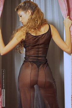 Красивая Изабель Фунаро оголила грудь и попу в журнале Perfect фото #12
