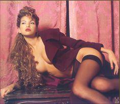 Красивая Изабель Фунаро оголила грудь и попу в журнале Perfect фото #17