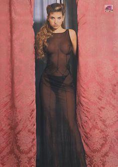 Красивая Изабель Фунаро оголила грудь и попу в журнале Perfect фото #21