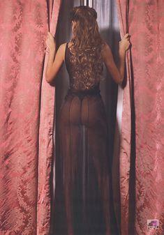 Красивая Изабель Фунаро оголила грудь и попу в журнале Perfect фото #22