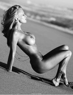 Снимки с голой Дженной Джеймсон  в журнале Playboy фото #8
