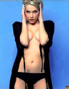 Красотка Лаура Кьятти засветила грудь в журнале FOX фото #2