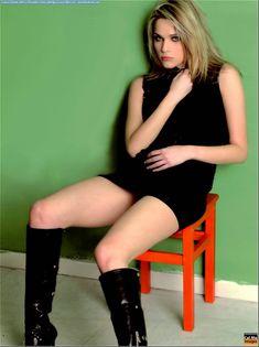 Красотка Лаура Кьятти засветила грудь в журнале FOX фото #4