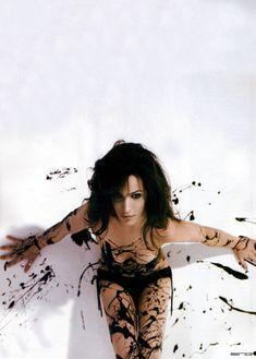 Сексуальная Мишель Хеннер снялась топлесс в журнале FHM фото #3