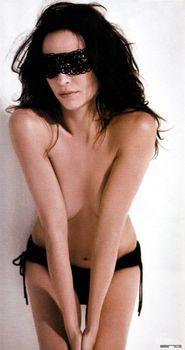 Сексуальная Мишель Хеннер снялась топлесс в журнале FHM фото #6