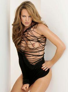 Абсолютно обнажённая Наташа Алам в журнале Playboy фото #3