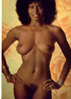 Абсолютно голая Азизи Джохари снялась в американском журнале Playboy фото #2