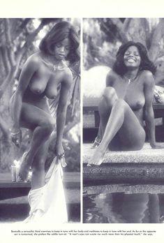 Абсолютно голая Азизи Джохари снялась в американском журнале Playboy фото #10