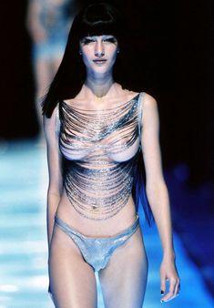 Голая грудь Жизель Бюндхен в журнале Penthouse фото #1