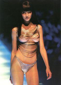 Голая грудь Жизель Бюндхен в журнале Penthouse фото #2