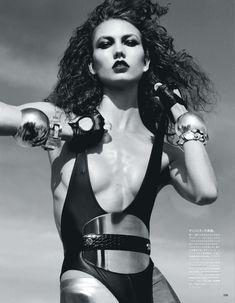 Сексуальная Карли Клосс в журнале Vogue фото #1
