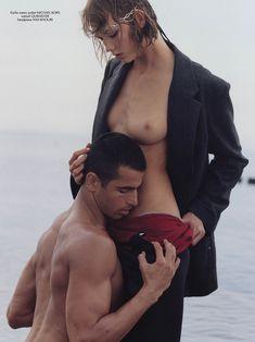 Карли Клосс показала грудь в журнале CR Fashion Book фото #1