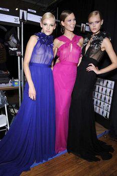Карли Клосс в прозрачном платье фото #3