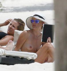 Кейт Босуорт топлесс на пляже в Мексике фото #17