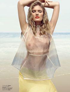 Констанс Яблонски показала голую грудь в журнале Vogue фото #2