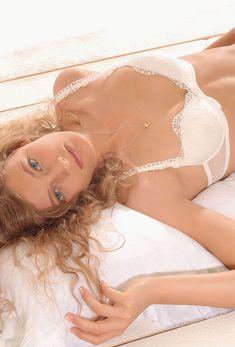 Констанс Яблонски в сексуальном белье для рекламы Rosanna Ansaloni фото #5