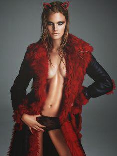 Констанс Яблонски обнажила грудь для журнала Numero фото #2