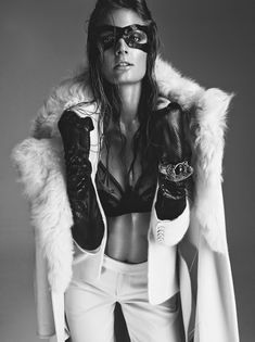 Констанс Яблонски обнажила грудь для журнала Numero фото #7