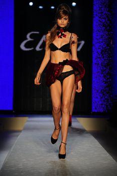 Эбби Ли Кершоу в прозрачном белье фото #3