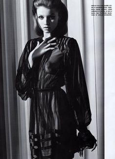 Обнаженная красавица Эбби Ли Кершоу в журнале Vogue фото #3