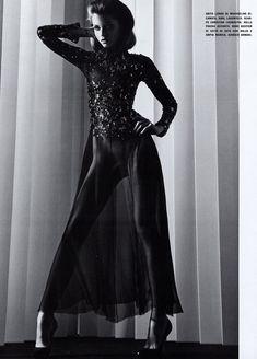 Обнаженная красавица Эбби Ли Кершоу в журнале Vogue фото #5