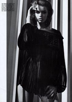 Обнаженная красавица Эбби Ли Кершоу в журнале Vogue фото #6