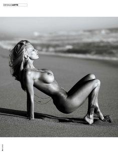 Дженна Джеймсон позирует голой  в журнале Playboy фото #10