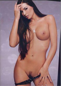 Полностью раздетая Китана Бэйкер снялась в журнале Playboy's Lingerie фото #4