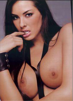 Полностью раздетая Китана Бэйкер снялась в журнале Playboy's Lingerie фото #5