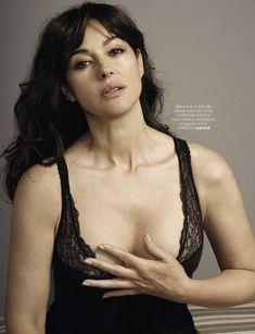 Соблазнительный бюст Моники Беллуччи  в журнале GQ фото #1