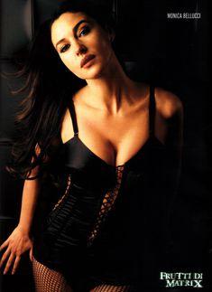Аппетитная Моника Беллуччи  в журнале Maxim фото #7
