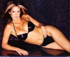 Голая грудь Рэйчел Хантер в эротических нарядах для журнала Loaded фото #6