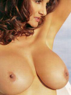 Полностью голая Петра Веркаик показала пушистую киску в журнале Playboy's Lingerie фото #1