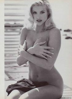 Анна Николь Смит в голом виде для Плейбоя фото #3