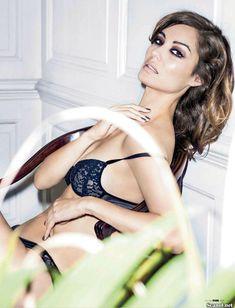 Эротичная Беренис Марло  в журнале FHM фото #7