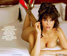 Карла Гуджино без лифчика в журнале Esquire фото #3