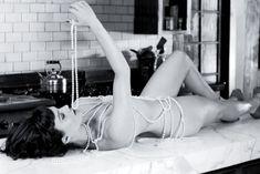 Карла Гуджино без лифчика в журнале Esquire фото #4