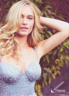 Сексуальная Ливэн Рамбин снялась в белье в журнале Maxim фото #2