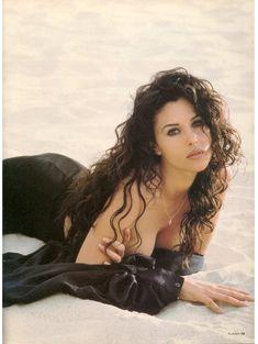 Моника Беллуччи позирует для журнала Playboy фото #3