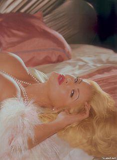 Голые сиськи Анны Николь Смит  в журнале Playboy фото #14