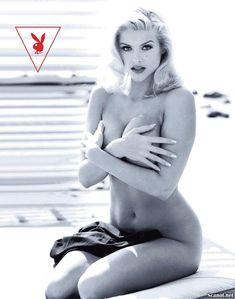 Снимки с голой Анной Николь Смит  в журнале Playboy фото #3