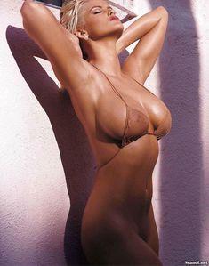Снимки с голой Анной Николь Смит  в журнале Playboy фото #4