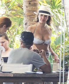 Красотка Джессика Альба отдыхает на Карибских островах фото #19