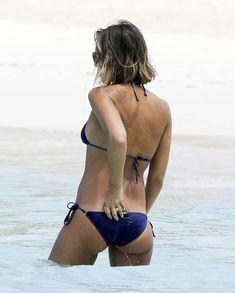 Возбуждающее тело Джессики Альба в бикини на Карибских островах фото #4