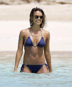 Возбуждающее тело Джессики Альба в бикини на Карибских островах фото #26